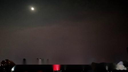 重庆难得一见的2019年中秋月(还有飞机如流星般掠过夜空)