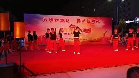 新乡市红旗洪门镇申店村绳子舞(站台+路灯下的小姑娘)