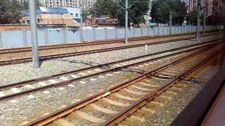 C2621次列车【北京南–天津西】出北京南站。(2)