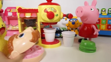 百事猪和超级鸡翅玩咖啡机和奶昔机