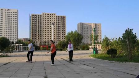 玫瑰花语健身队自由锻炼随意拍《广场舞》 (1)