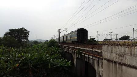 京局京段的HXD3D型电力机车牵引京港直达特快Z97次列车从广州北站附近通过