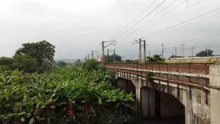 广铁广段的SS9G型电力机车牵引K512次列车从广州北站附近通过