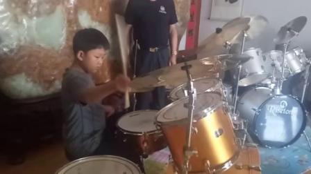 厉害了小架子鼓手王涵晨