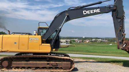 2011年迪尔200D LC挖掘机