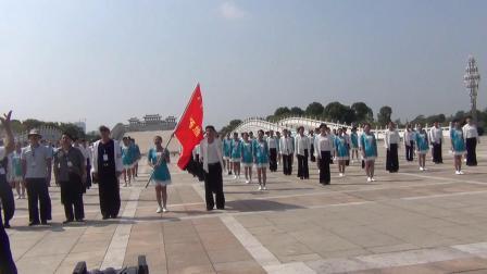 抚州分会场—抚州名人园136人齐跳三步踩《美丽的江城欢迎您