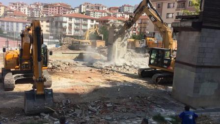 杰西博js 290挖掘机在清理拆楼碎石