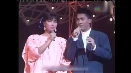 85年歌手大赛, 甄妮坐在张国荣与许冠杰中间, 许冠杰被临场叫上台演唱