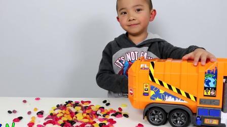 垃圾车玩具拆箱和播放随着糖豆CKN