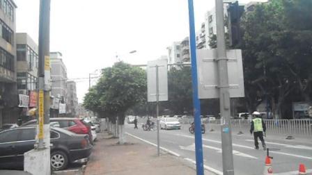 警察查摩托车(广州番禺)