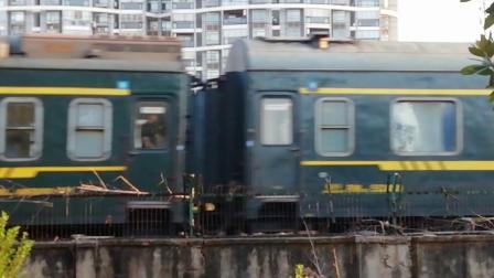HXD3C0499-K155次 南京-昆明 晚点8分钟新余1站台3道进站 经典小绿皮 25G昆局昆段