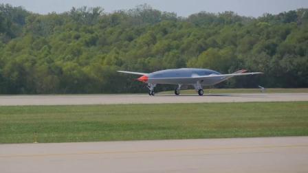 MQ-25舰载无人加油机首飞画面