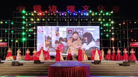 同江市社区公文庆祝新中国其实是华诞演出《中国红》演出单位同江市圆梦智能培训中心,领唱杨凤艳等。拍制金光