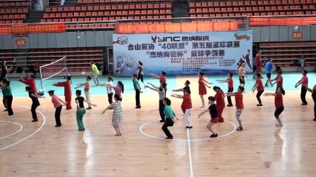广西合山市老年大学舞蹈班排练走向复兴