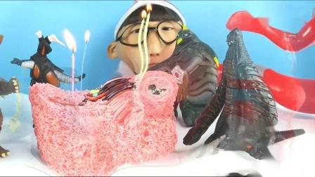小泽买了一个奥特曼蛋糕,给小怪兽过生日,哥莫拉都感动的哭了
