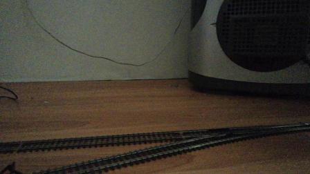 韶山8牵引K1023次列车通过岔道