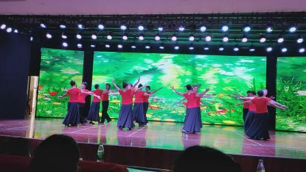 阳新立交桥休闲舞队表演伦巴舞(纪念70周年)