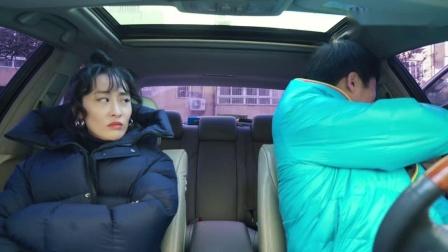 搞笑视频!你没见过的指挥女司机倒车入库,还能自制停车位?