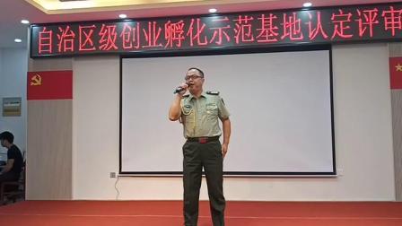 【绿色军衣】男高音独唱。 军人风采,军歌嘹亮。