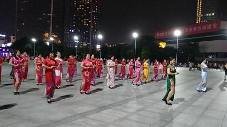 广州市天河区体育中心广场上!广场舞蹈表演!。二零一九年九月九日。