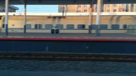 K296次列车通过杜尔伯特站
