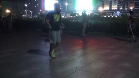 跳绳舞-新华拍摄