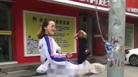 我闺女练跆拳道的,现在我就愁着她嫁不出去!