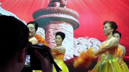 舞蹈:诗歌朗诵会开场舞《我和我的祖国》表演:阜阳青春佳丽模特队