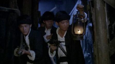 扒人衣服(电视连续剧《铁血尖刀》片断)
