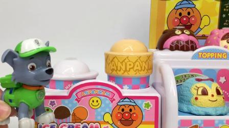 汪汪队立大功灰灰冰淇淋店得惊喜蛋 面包超人冰淇淋店惊现奇趣蛋