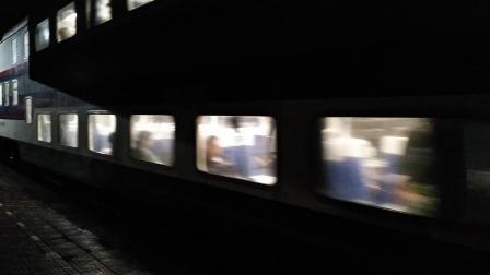 特快55次列车抵达本地车站