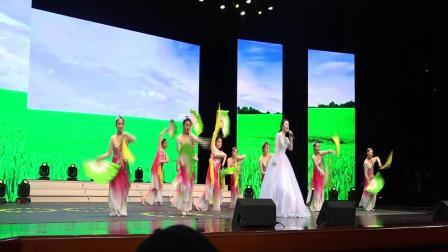 王辉艺术培训学校参加固安县庆祝中华人民共和国成立七十周年文艺演出《在希望的田野上》
