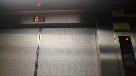 南洋大厦最高区电梯