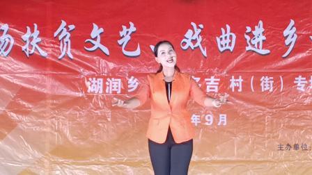 靖西市文化馆艺术团表演的壮剧《懒媳妇》