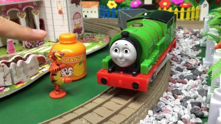 培西小火车帮面包超人送外卖 小猪佩奇