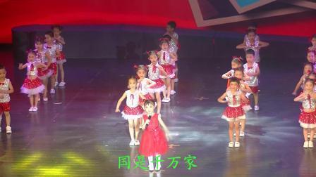 许颂(贝贝)和幼儿园小朋友们表演的歌伴舞《国家》