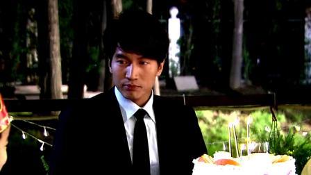 灰姑娘给总裁做生日蛋糕,却忘记放糖,总裁却觉得非常好吃