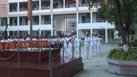 隆安中学庆祝建国70周年升旗仪式快闪活动