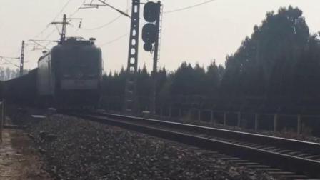济局西段HXD3牵引货列缓速通过兖州北站