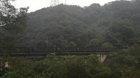 20191004_083002 宝成铁路 韶4与电猴0174 0150牵引货列通过208桥