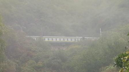 20191004_100020 宝成铁路 客车K246次(成都-扬州)通过展线四层下山