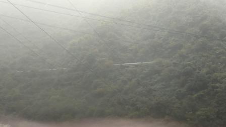 20191004_101117 客车K545次(哈尔滨-成都)驶出观音山,通过神沙河大桥