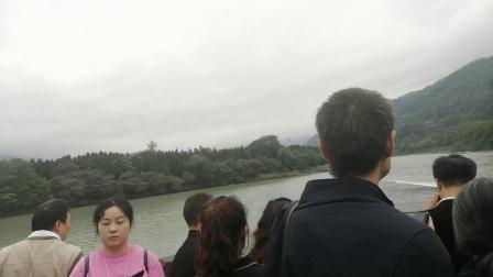 国庆都江堰游客太多