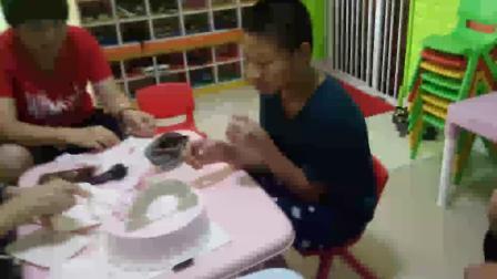 彩虹蛋糕的生日会