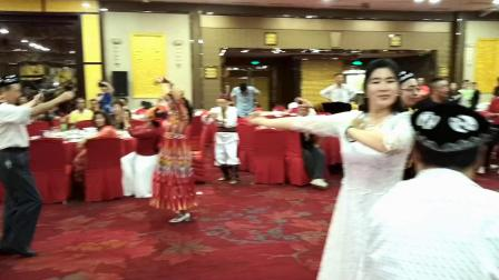 14.联谊会上 舞友们开心的跳起欢乐的维吾尔族舞蹈《赛乃姆》制作/剪接:风雨天涯wqf