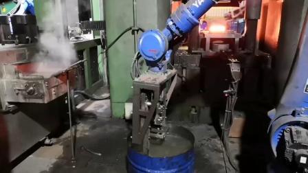 锻造机器人现场 南京力泰自动化上下料机械臂