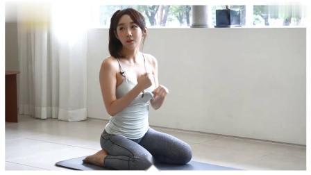 电视台新来的小姐姐教瑜伽:早这样教我早就能学会了嘛