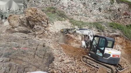 MB-R500铣挖机搭配Bobcat E85在道路工程中铣挖岩石