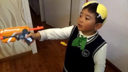 【7岁半】11-23哈哈在家玩孩之宝NERF吸盘枪video_175938