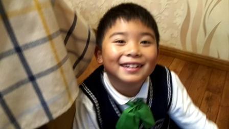 【7岁半】11-23哈哈带着柚子皮帽子躺在地上玩玩具video_175214